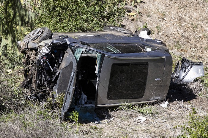 epa09032689 A Genesis GV80 SUV driven by US golfer Tiger Woods of the US is seen at the scene of a single-vehicle crash in Rancho Palos Verdes, California, USA, 23 February 2021. According to a statement released by the LA County Sheriff, Tiger Woods was extricated from his vehicle and taken to the hospital.  EPA/ETIENNE LAURENT