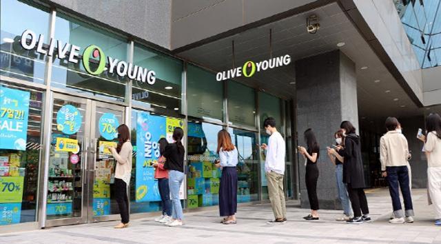 [뉴스+]걸그룹도 `내돈내산`…올리브영에...