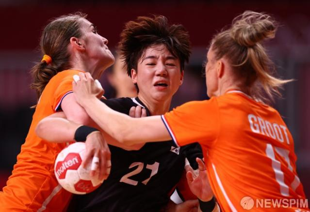 [사진] 한국 여자 핸드볼, 조별리그서 2연패
